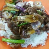 Photo taken at Kedai Makan Dan Minum Zheng Ji 成记烧腊鸡饭 by Chriser «. on 2/9/2012