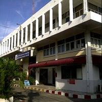 Photo taken at Bangkokyai Police Station by JaCkie on 9/4/2011