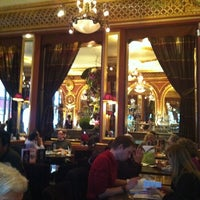 Foto tirada no(a) Grand Café des Négociants por Sebastien B. em 10/29/2011