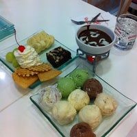 Photo taken at Swensen's by Flukee's Z. on 5/1/2012