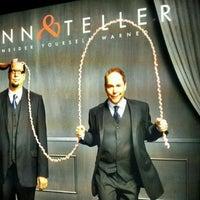 รูปภาพถ่ายที่ Penn & Teller Theater โดย Andeh C. เมื่อ 12/27/2011