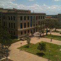 Foto tirada no(a) Cushing Memorial Library and Archives por Arlen S. em 7/28/2011
