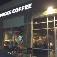 รูปภาพถ่ายที่ Starbucks โดย Tiffany R. เมื่อ 12/10/2011