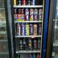Foto tomada en East 28th Liquor por Orlando Z. el 8/31/2011