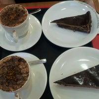 Photo taken at O Melhor Bolo de Chocolate do Mundo by Emerson d. on 1/23/2012