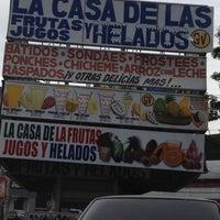 Foto tomada en La Casa de las Frutas, Jugos y Helados por Adriana el 7/18/2012