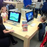Foto scattata a Apple Haywood Mall da Micheal D. il 3/26/2011