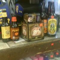 Foto scattata a Puerto Rico Food and Liquors da Aaron K. il 9/13/2011