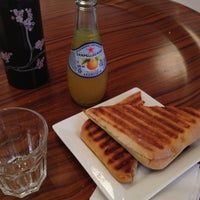 Das Foto wurde bei Caffe Furbo von Kaori F. am 5/25/2012 aufgenommen