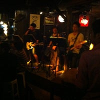 Foto tomada en Riverside Bar & Restaurant por Werachon W. el 3/13/2012