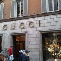 Foto scattata a Via dei Condotti da Iano L. il 11/19/2011