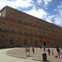 Foto scattata a Piazza dei Pitti da Anne O. il 5/22/2012