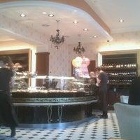 Снимок сделан в Круассан-кафе пользователем Анастасия 4/26/2012