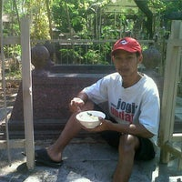 Photo taken at Makam Krapyak Yogyakarta by ariefkyano on 8/20/2012