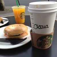 Foto tirada no(a) Starbucks Coffee por Oksana T. em 4/14/2012