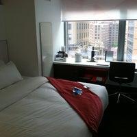 Снимок сделан в W New York - Downtown пользователем Kelcy H. 5/2/2012