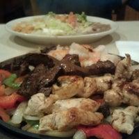 Foto tomada en La Parrilla Mexican Restaurant por Riquito el 7/14/2012
