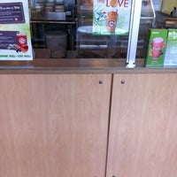 Photo prise au Robeks Fresh Juices & Smoothies par Aaron H. le9/3/2012