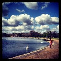 Foto tirada no(a) Kensington Gardens por Olya K. em 4/15/2012