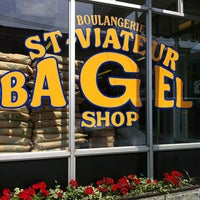 Photo taken at St-Viateur Bagel (La Maison du Bagel) by David H. on 7/15/2012