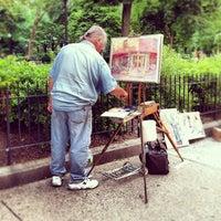 Foto tomada en Rittenhouse Square Fountain por Gabriela B. el 8/20/2012
