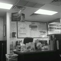 Das Foto wurde bei Capriotti's Sandwich Shop -Temporarily Closed von VegasUnderground.fm p. am 2/21/2012 aufgenommen
