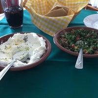 Foto tomada en Baalbek Lebanese (Arabian) Food por Ivan C. el 2/19/2012