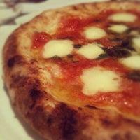 9/13/2012 tarihinde Bronzaziyaretçi tarafından Pizzaria Speranza'de çekilen fotoğraf