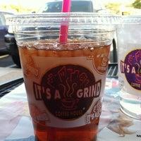 Снимок сделан в It's A Grind Coffee House пользователем Sarah G. 4/8/2012