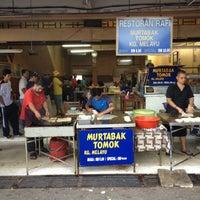 Photo taken at (Restoran Rafi) Murtabak Tomok Kg. Melayu by Prince P. on 7/21/2012