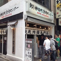 Foto diambil di Jimbocho Shokuniku Center oleh Leon Tsunehiro Yu-Tsu T. pada 6/28/2012