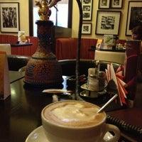 Photo prise au Traveler's Coffee par Elena Zes le6/20/2012