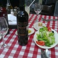 Foto tomada en Italianni's Pasta, Pizza & Vino por Tania P. el 9/5/2012