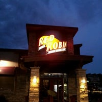 Photo taken at Red Robin Gourmet Burgers by Souley L. on 7/31/2012