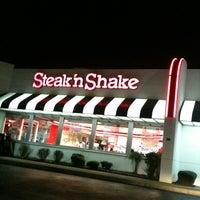 Photo taken at Steak 'n Shake by Rick B. on 3/7/2012