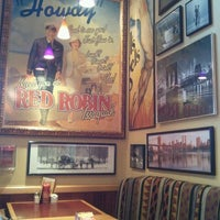 Photo taken at Red Robin Gourmet Burgers by DH K. on 3/27/2012