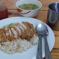 Photo taken at ข้าวมันไก่ หน้าองค์การ by KOB C. on 4/10/2012
