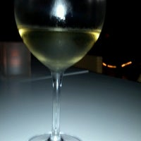 7/4/2012 tarihinde Waddie G.ziyaretçi tarafından 694 Wine & Spirits'de çekilen fotoğraf