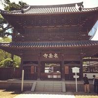 Foto scattata a Sengakuji Temple da . ♻. il 5/5/2012