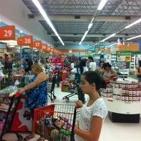 Foto tirada no(a) Sonda Supermercados por Gabriel M. em 2/18/2012