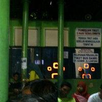 Photo taken at Bus DAMRI Bandara Soekarno-Hatta - Stasiun Gambir by Catur W. on 7/27/2012