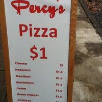 Das Foto wurde bei Percy's Pizza von Frank S. am 2/27/2012 aufgenommen