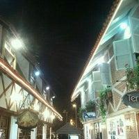 รูปภาพถ่ายที่ Boulevard Geneve โดย Guto เมื่อ 6/9/2012