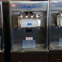 Photo taken at Honey Treat Yogurt by Matthew D. on 4/2/2012