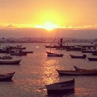 Foto tirada no(a) Praia de Manguinhos por Melina I. em 8/28/2012