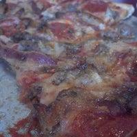 7/12/2012 tarihinde Nicholas M.ziyaretçi tarafından Paula & Monica's Pizzeria'de çekilen fotoğraf