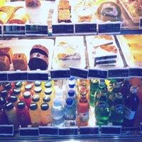 Photo taken at Starbucks by 히주 on 7/15/2012