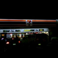Photo taken at 7-Eleven by Orlando D. on 4/7/2012