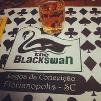 Foto tirada no(a) The Black Swan por Daniela P. em 4/6/2012