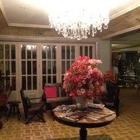 2/20/2012 tarihinde Elbert C.ziyaretçi tarafından Casa Roces'de çekilen fotoğraf